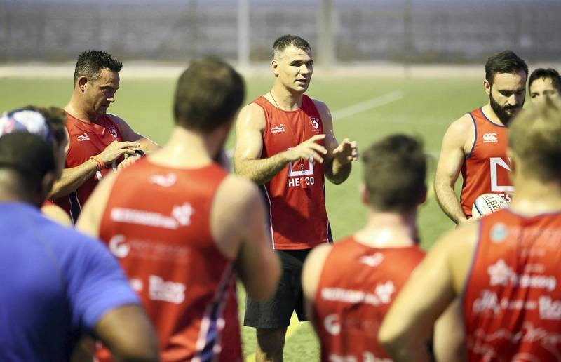 DUBAI , UNITED ARAB EMIRATES , JULY 30 – 2018 :- Mike Phillips , coach of JA Dragons ( center ) interacting with the players during his first training session held on the rugby ground at Jebel Ali Centre of Excellence in Dubai. ( Pawan Singh / The National )  For Sports. Story by Paul Radley
