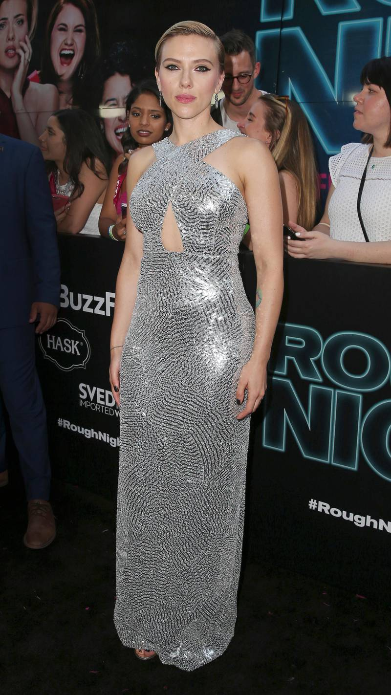 epa06025303 US actress Scarlett Johansson attends the World Premiere of the film 'Rough Night' at the AMC Loews Lincoln Square Theatre in New York, New York, USA, 12 June 2017.  EPA/PETER FOLEY