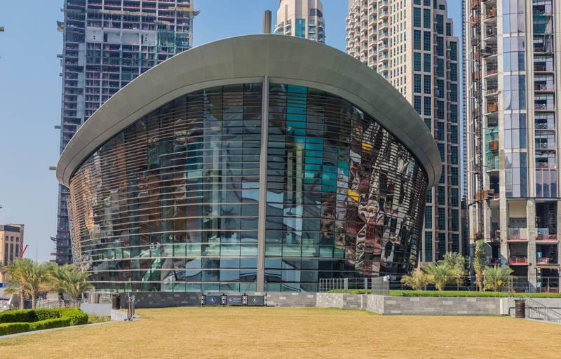 2C7GCE4 A typical scene in Dubai UAE- Dubai Opera House. Alamy
