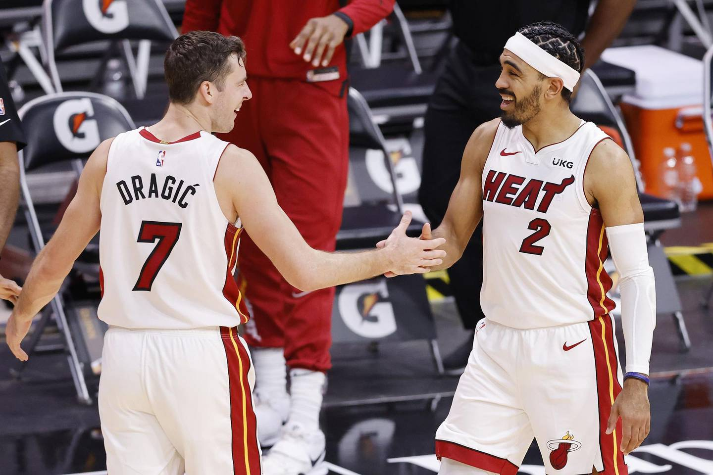 MIAMI, FLORIDA - DECEMBER 30: Goran Dragic #7 of the Miami Heat celebrates with Gabe Vincent #2 after defeating the Milwaukee Bucks 119-108 at American Airlines Arena on December 30, 2020 in Miami, Florida. NOTE TO USER: User expressly acknowledges and agrees that, by downloading and or using this photograph, User is consenting to the terms and conditions of the Getty Images License Agreement.   Michael Reaves/Getty Images/AFP == FOR NEWSPAPERS, INTERNET, TELCOS & TELEVISION USE ONLY ==