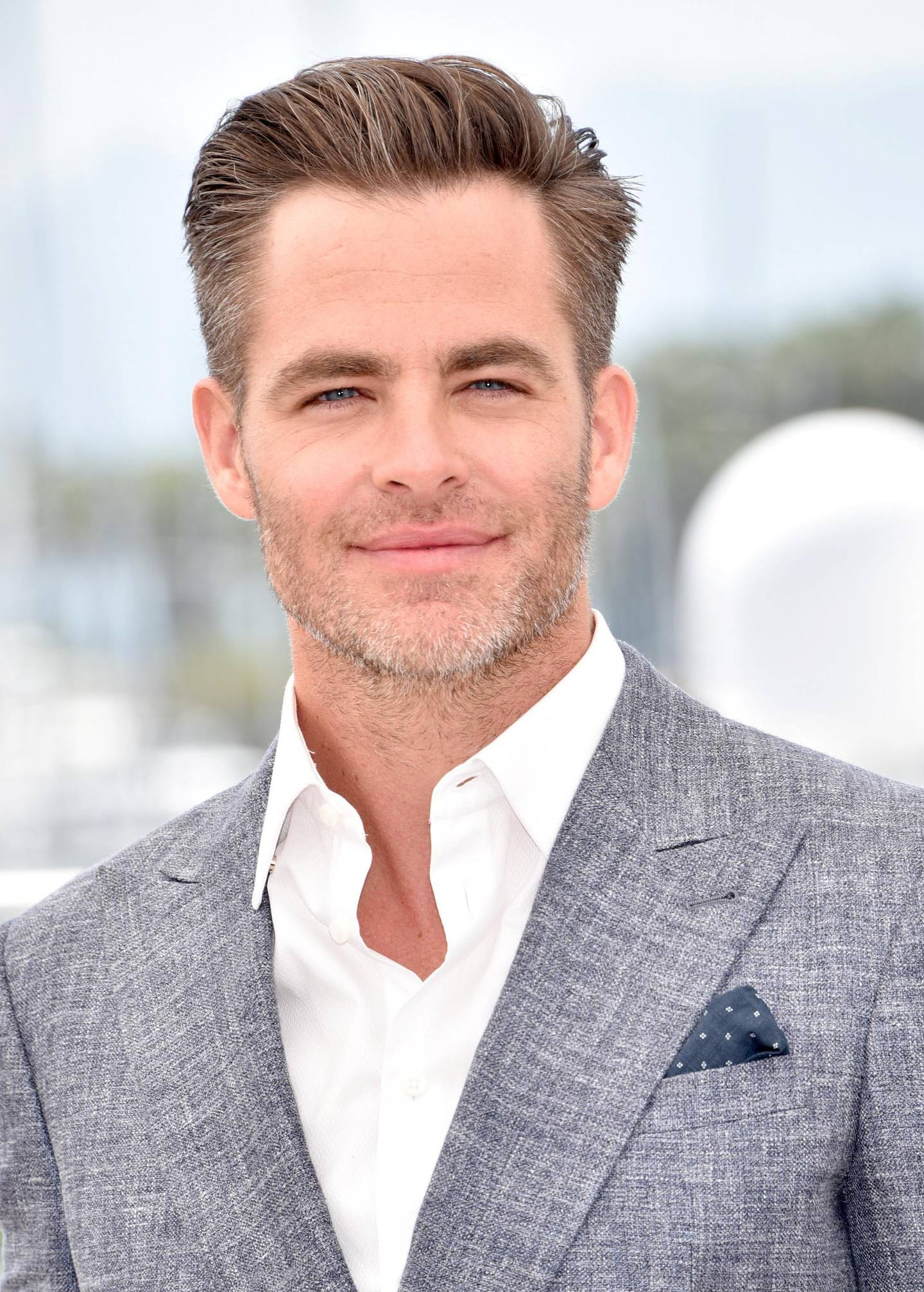 """CANNES, FRANCE - MAY 16:  Chris Pine attends the """"Hell Or High Water"""" Photocall during the 69th Annual Cannes Film Festival on May 16, 2016 in Cannes, France.  (Photo by Clemens Bilan/Getty Images)"""