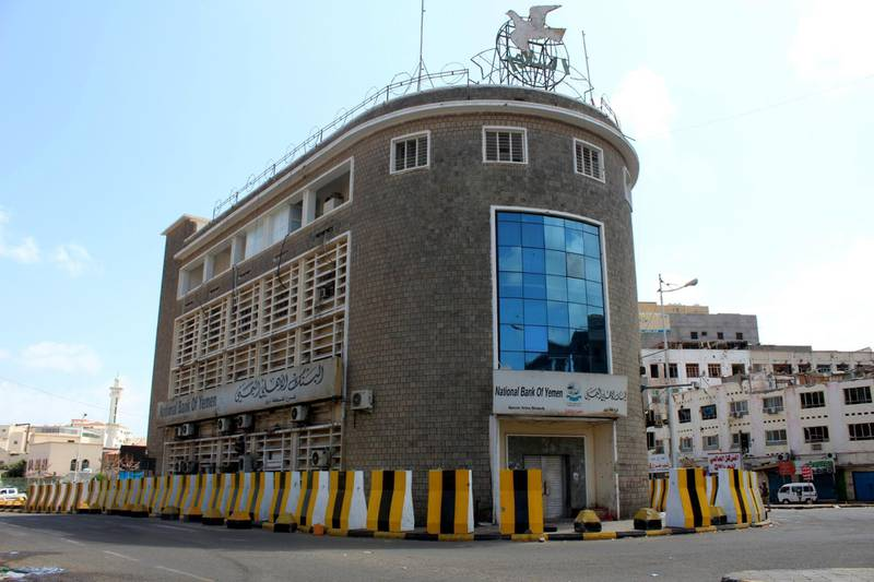A general view shows the National bank of Yemen as fighters from the separatist Southern Transitional Council patrol the Old City of the government's de facto capital Aden, moving closer to taking full control of the southern city, on January 30, 2018.   The government has accused the separatists of attempting a coup in Aden, where more than 36 people have been killed in clashes that opened yet another front in the country's devastating conflict. / AFP PHOTO / SALEH AL-OBEIDI