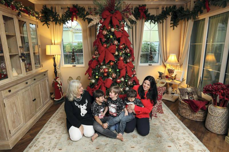 Dubai, United Arab Emirates - December 08, 2020: Christmas. Festive decorations by UAE residents. Lucy Gregory's house. Lucy with mum Lynda Rutherford and sons Theo, 8, Rufus, 6 and Baxter, 4. Tuesday, December 8th, 2020 in Dubai. Chris Whiteoak / The National