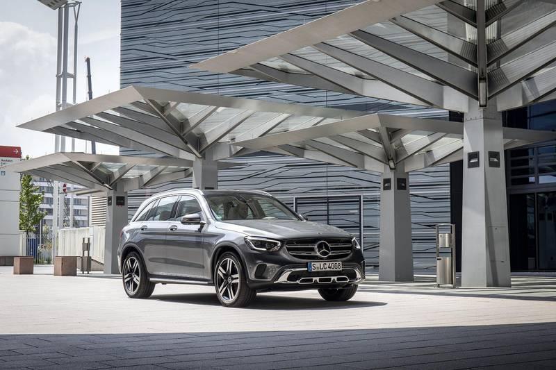 Mercedes-Benz GLC 300 4MATIC , selenitgrau metallic, Leder seidenbeige/espressobraun;Kraftstoffverbrauch kombiniert: 7,4-7,1 l/100 km; CO2-Emissionen kombiniert: 169-162 g/km*Mercedes-Benz GLC 300 4MATIC , selenite grey metallic, Leather silk beige/espresso brown;Fuel consumption combined: 7.4-7.1 l/100 km; combined CO2 emissions: 169-162g/km*