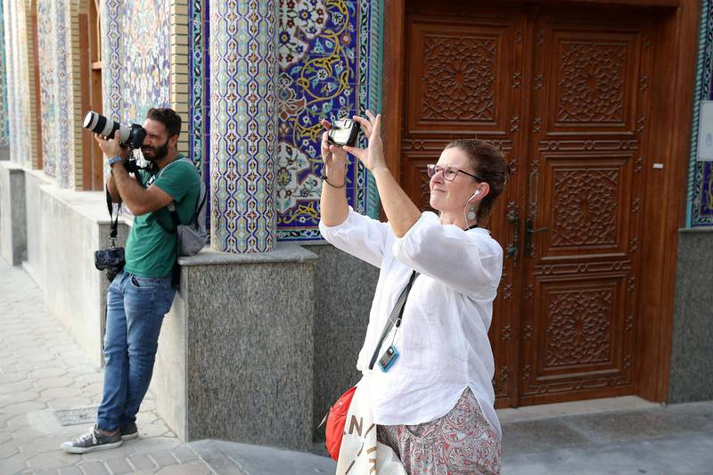 DUBAI , UNITED ARAB EMIRATES , MAY 23 – 2018 :- Participants taking photos during the Unseen Trails Iftar Walk presented by Gulf Photo Plus and Frying Pan Adventures in Bur Dubai area in Dubai.  ( Pawan Singh / The National )  For Weekender