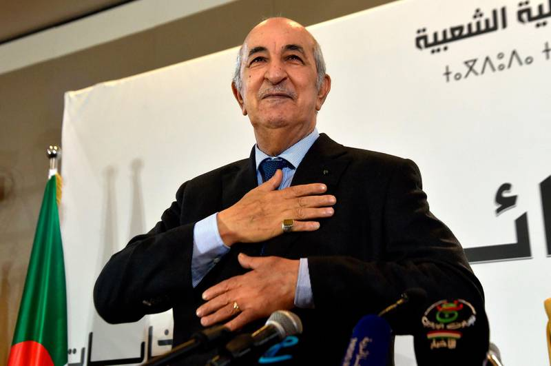 TOPSHOT - Algerian President-elect Abdelmadjid Tebboune waves to greet attendees during a press conference in the capital Algiers, on December 13, 2019. Abdelmadjid Tebboune, a former ally of Algeria's deposed leader Abdelaziz Bouteflika was elected yesterday president of the protest-wracked country in a widely boycotted vote, sparking another outpouring of anger on the streets today. / AFP / RYAD KRAMDI