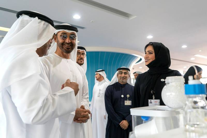 AL AIN, ABU DHABI, UNITED ARAB EMIRATES - February 07, 2019: HH Sheikh Mohamed bin Zayed Al Nahyan, Crown Prince of Abu Dhabi and Deputy Supreme Commander of the UAE Armed Forces (2nd L), visits the United Arab Emirates University.  ( Rashed Al Mansoori / Ministry of Presidential Affairs ) ---