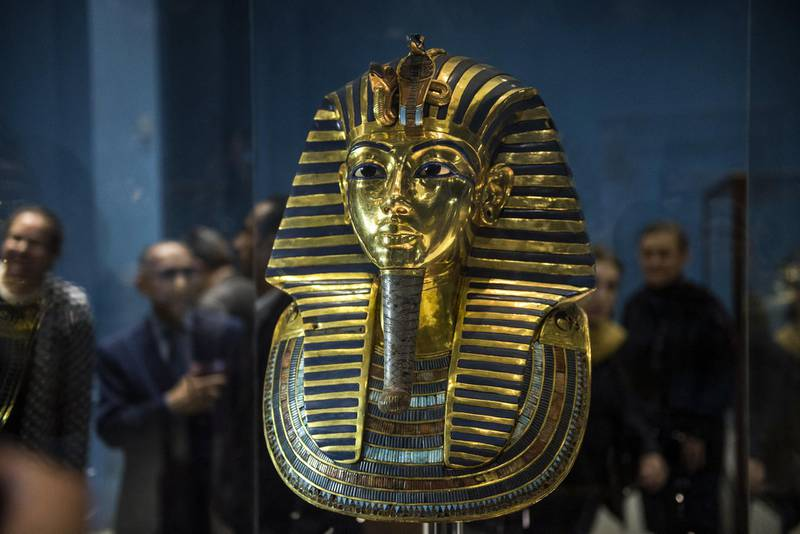 A picture taken on November 28, 2017 shows Golden Mask of King Tutankhamun, on display at the Egyptian Museum in the capital Cairo. - The Egyptian museum celebrated on November 28, 2017 the 115th anniversary of its establishment, displaying for the first time some 60 golden pieces of the chariot of King Tutankhamun among its other 120 thousand artefacts. (Photo by MOHAMED EL-SHAHED / AFP)