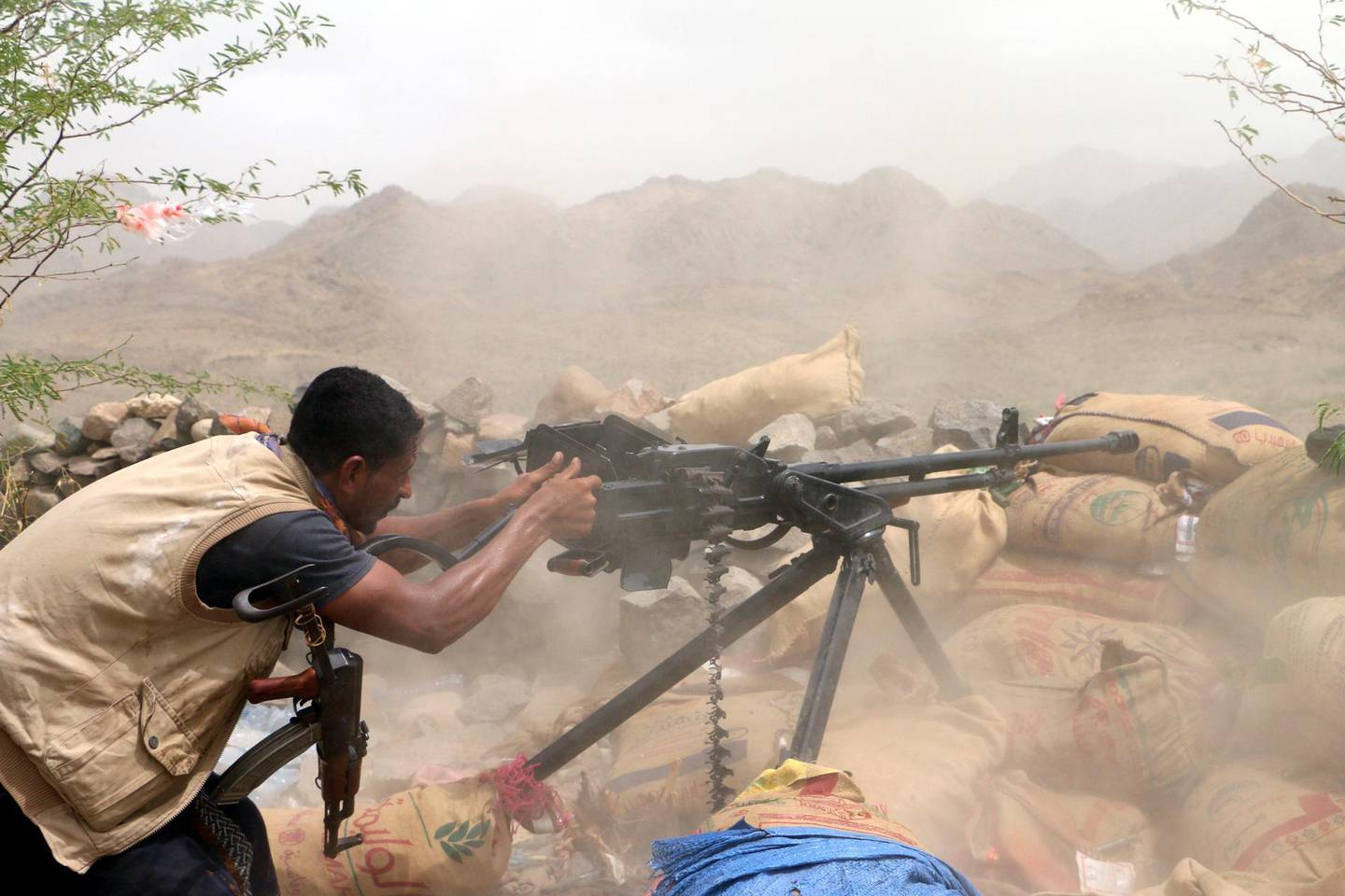epa06912151 A member of Yemeni government forces fires a heavy machine gun during an offensive against Houthi positions on the outskirts of the western port city of Hodeidah, Yemen, 26 July 2018. According to reports, Yemen has been engulfed in a violent conflict between the Saudi-backed government and Houthi rebels since 2015, while UN Special Envoy to Yemen Martin Griffiths tires to push for a deal with Houthi militia leaders to cede control of the Red Sea port of Hodeidah to a UN-supervised committee, in an attempt to end the Saudi-led coalition assault on Hodeidah city.  EPA/NAJEEB ALMAHBOOBI