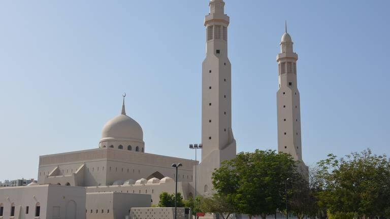 An image that illustrates this article Oman allows vaccinated worshippers to attend Friday prayers