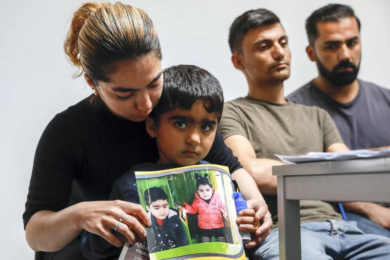 """(FILES) In this file photo taken on May 21, 2018, the mother of Mawda Shawri, a two-year-old girl of Kurdish origin who died after police gave chase to a van carrying illegal migrants in Belgium, shows a picture of her daughter (R) during a press conference of """"Solidarity for All"""" regarding the death of Mawda Shawr, in Brussels. - A Belgian police officer will appear in court on November 23, 2020, in the trial regarding the death of Mawda Shawri. The child died in the ambulance on her way to hospital in the night of May 16 and 17, 2018, after a police pursuit in Maizieres, near Mons, when she was hit by a police bullet while she was in a van with illegal immigrants. (Photo by THIERRY ROGE / BELGA / AFP) / Belgium OUT"""