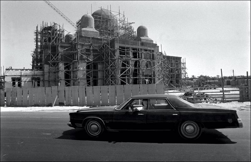 UNITED ARAB EMIRATES - OCTOBER 01:  Illustration : Dubai in United Arab Emirates in October, 1977 - Mosque in construction.  (Photo by Francois LOCHON/Gamma-Rapho via Getty Images)