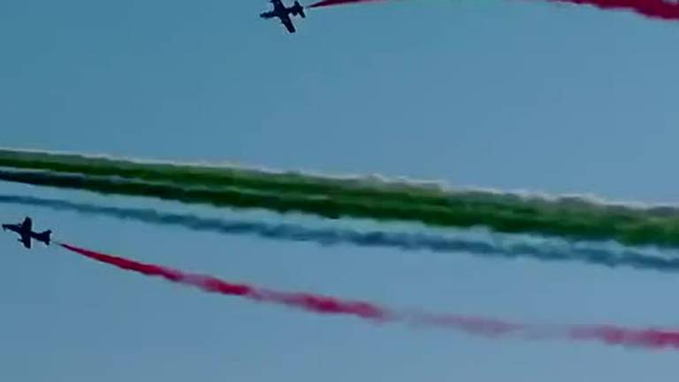An image that illustrates this article Watch the Fursan Knights and Saudi Hawks fly over Expo 2020 Dubai