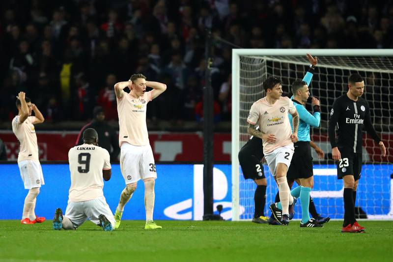 PARIS, FRANCE - MARCH 06: Manchester United players react to a missed chance by Marcus Rashford during the UEFA Champions League Round of 16 Second Leg match between Paris Saint-Germain and Manchester United at Parc des Princes on March 06, 2019 in Paris, . (Photo by Julian Finney/Getty Images)