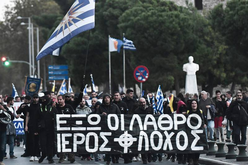 """Right-wing extremists protest against the transfer of migrants from the Greek islands to sites on the mainland on November 3, 2019, in Thessaloniki. In the past four months """"40,000 migrants and refugees have arrived,"""" junior minister Georges Koumoutsakos told Skai in an interview. Greek figures show that more than 34,000 people now live in miserable conditions on five islands that in theory can host 6,300 while they register as asylum-seekers. / AFP / Sakis MITROLIDIS"""