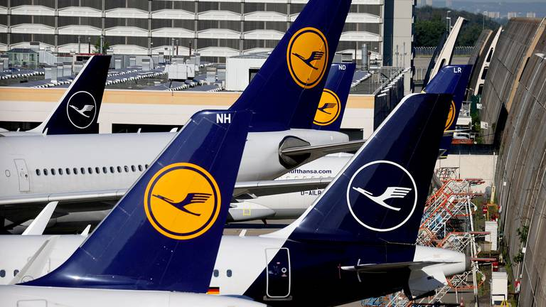 An image that illustrates this article Lufthansa plans to raise $2.5bn through discounted share sale
