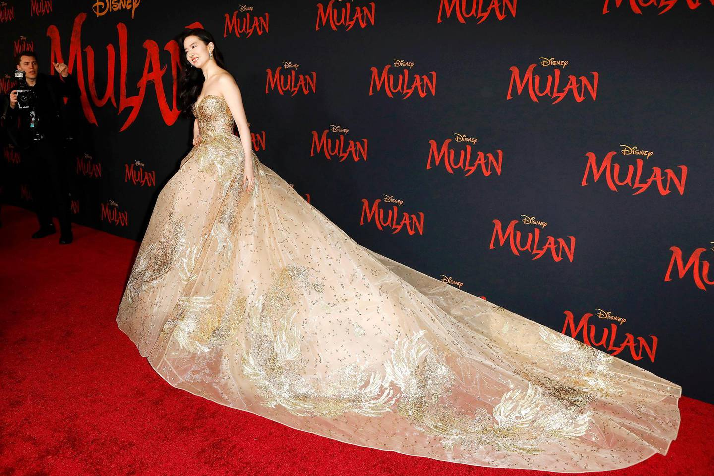 epa08282778 Chinese-American actress Liu Yifei wears an Elie Saab gown as she arrives for the world premiere of the movie 'Mulan' at the Dolby Theatre in Hollywood, Los Angeles, California, USA, 09 March 2020. The movie opens in theatres in the USA on 27 March 2020.  EPA/NINA PROMMER