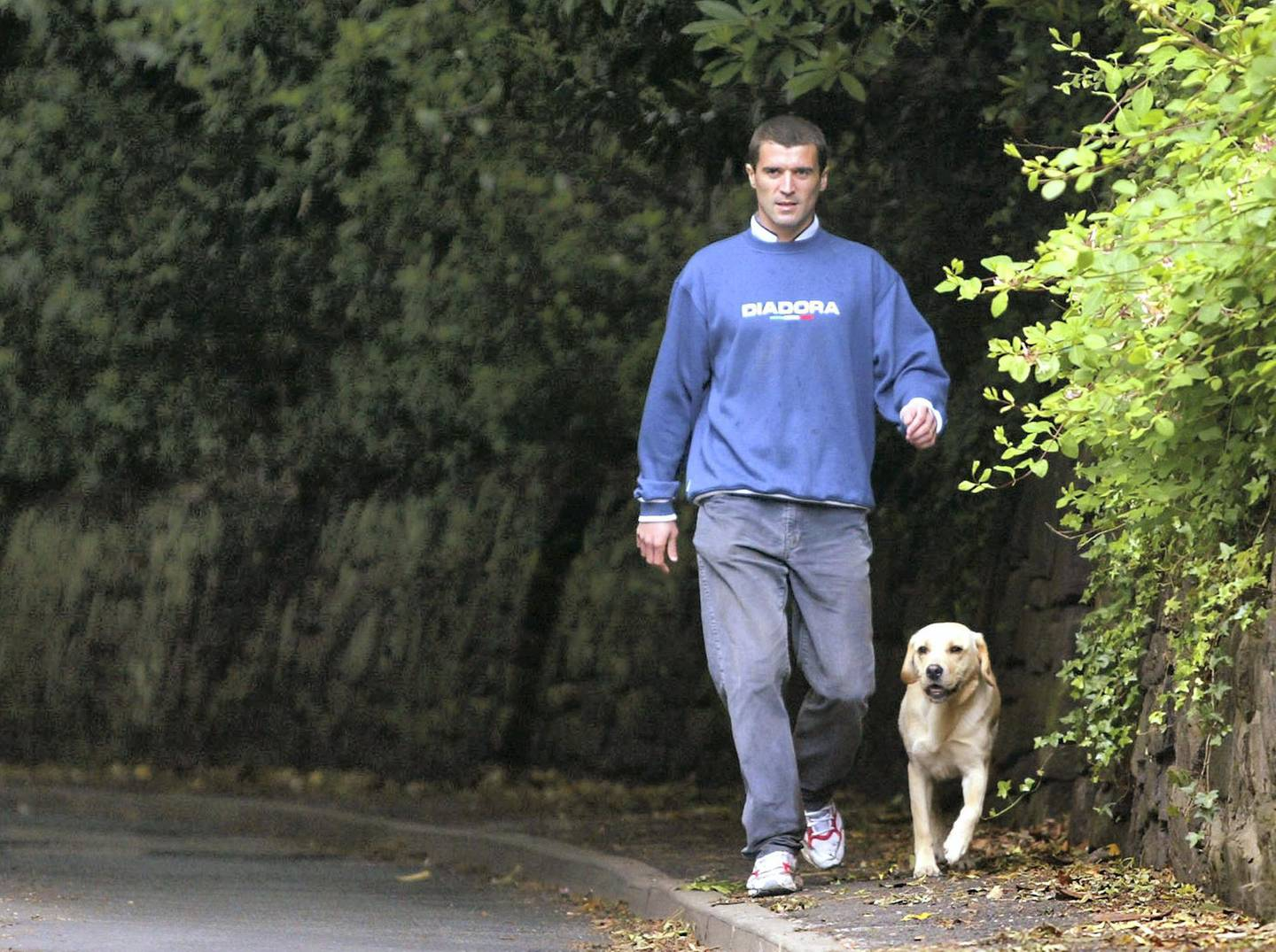 Roy Keane, former captain of Ireland's World Cup soccer team arrives back at Cheshire home after taking his dog for a walk, May 28, 2002. Keane's hopes of a World Cup reprieve were firmly dashed earlier on Tuesday when the remaining 22 Irish players released a statement saying they were better off without him. REUTERS/Ian Hodgson  IH/PS - RP3DRHZOQKAA