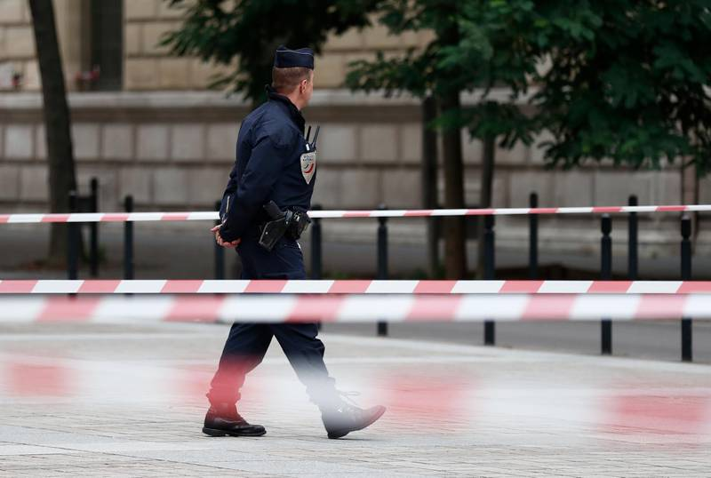 epa07892447 French police and security forces establish a security perimeter near the police headquarters where a man was attacking officers with a knife in Paris, France, 03 October 2019. According to recent reports, five people were killed, including the attacker.  EPA/IAN LANGSDON