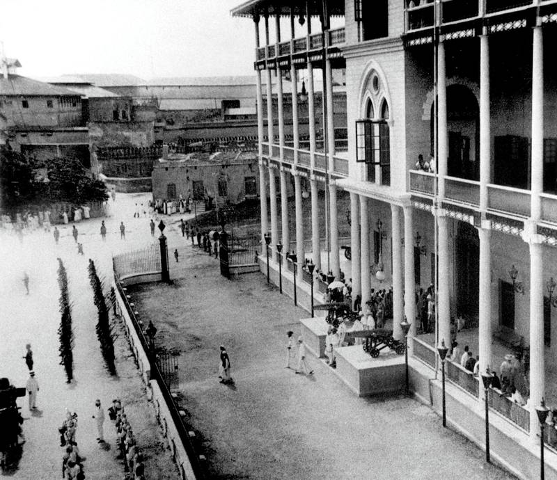 UNSPECIFIED - SEPTEMBER 16:  military parade at Stone Town in front of Beit-al-Ajaib (House of Wonders) in Zanzibar, Tanzania after 1896  (Photo by Apic/Getty Images)