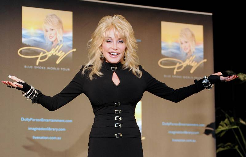 epa05098206 (FILE) The file picture dated 11 February 2014 shows US actress and singer Dolly Parton posing for the media during a press conference in Melbourne, Australia. Dolly Parton will turn 70 on 19 January 2016.  EPA/JOE CASTRO AUSTRALIA AND NEW ZEALAND OUT