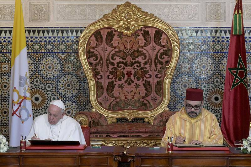 epa07473841 A handout released by Vatican Media shows Pope Francis (L) visiting the Hassan II mosque during his apostolic journey in Rabat, Morocco, 30 March 2019. With him Moroccan King Mohammed VI (R).  EPA/VATICAN MEDIA HANDOUT  HANDOUT EDITORIAL USE ONLY/NO SALES