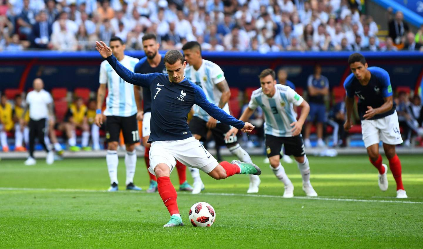 Soccer Football - World Cup - Round of 16 - France vs Argentina - Kazan Arena, Kazan, Russia - June 30, 2018  France's Antoine Griezmann scores their first goal from the penalty spot   REUTERS/Dylan Martinez