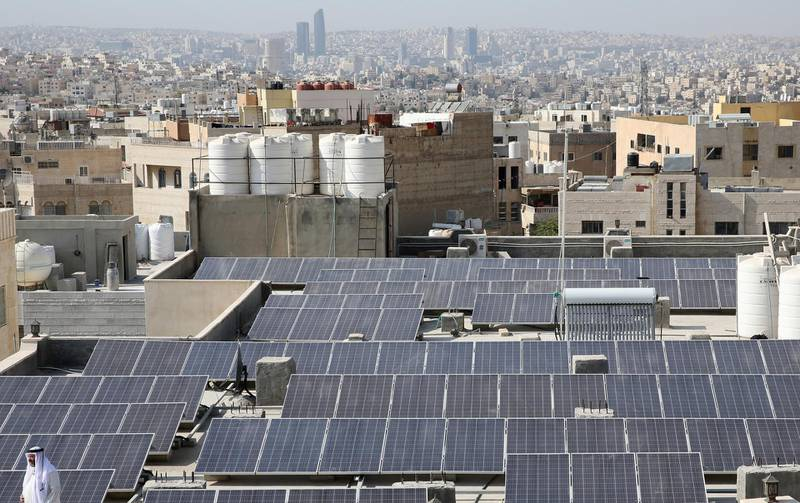 A picture shows on September 6, 2018 a view of the Hamdan al-Qara mosque in southern Amman, equiped with 140 solar panels on its roof. - Jordan imports nearly 98 percent of its energy supply, and has long relied on gas, heavy fuel oil and diesel to run its power plants. But a government plan to make clean energy 20 percent of the kingdom's overall power consumption by 2020 has seen alternative energy projects skyrocket in recent years. (Photo by Khalil MAZRAAWI / AFP)