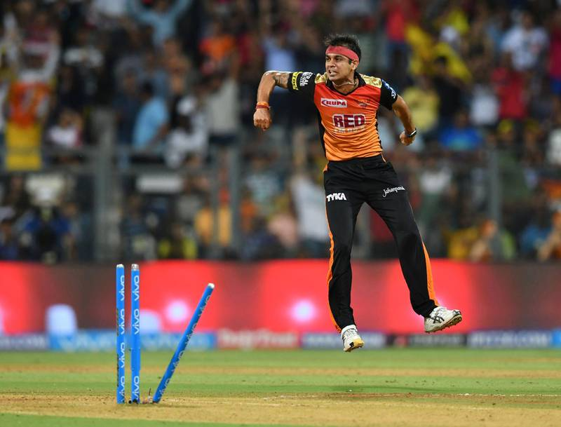 Sunrisers Hyderabad cricketer Siddarth Kaul celebrates after taking the wicket of Chennai Super Kings batsman Ambati Rayudu during the 2018 Indian Premier League (IPL) Twenty20 first qualifier cricket match between Chennai Super Kings and Sunrisers Hyderabad at the Wankhede Stadium in Mumbai on May 22, 2018. / AFP PHOTO / PUNIT PARANJPE / ----IMAGE RESTRICTED TO EDITORIAL USE - STRICTLY NO COMMERCIAL USE----- / GETTYOUT