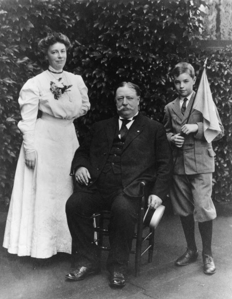 circa 1910:  American President William Howard Taft (1857 - 1930) with his wife, Helen  (1861 - 1943) and one of his sons Charlie.  (Photo by Hulton Archive/Getty Images)