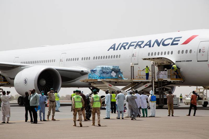 Doses of the Oxford/AstraZeneca COVID-19 vaccine are unloaded from a plan upon arrival at the airport in Bamako, Mali, on March 5, 2021, as a part of the COVAX program. (Photo by ANNIE RISEMBERG / AFP)