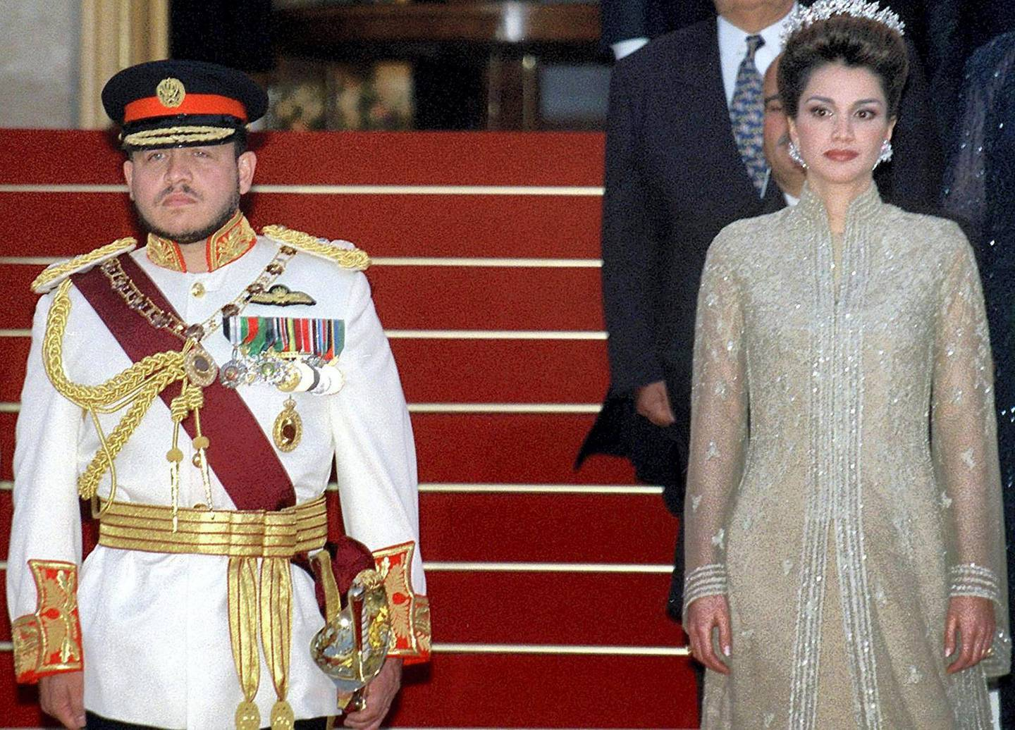 Jordan's King Abdullah II and his wife Queen Rania arrive at a reception to mark his formal ascension to the throne, at Raghadan palace in Amman 09 June 1999. Abdullah became king after the death of his father, King Hussein, 07 February 1999. (Photo by JAMAL NASRALLAH / AFP)