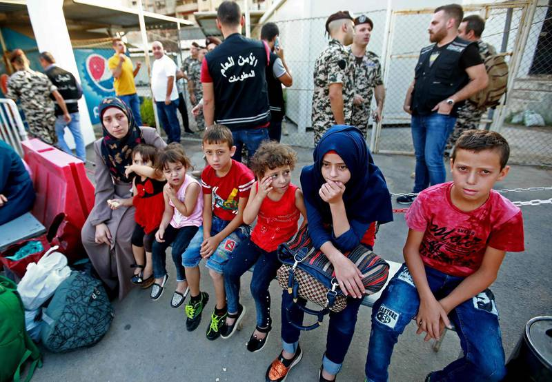 Syrian refugees gather as they prepare to leave the Lebanese capital Beirut, before their journey to return home to Syria on September 4, 2018. - A group of Syrian refugees left the Lebanese capital for their homeland on today as part of an organised operation coordinated between Lebanese and Syrian authorities. (Photo by ANWAR AMRO / AFP)