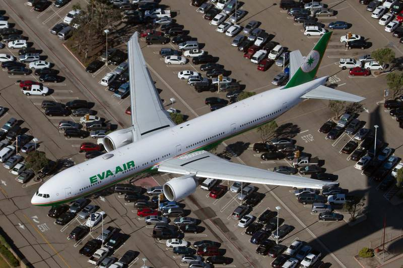 CALIFORNIA, LOS ANGELES, UNITED STATES - 2015/08/31: An Eva Air Boeing 777-300ER landing at Los Angeles int'l airport. (Photo by Fabrizio Gandolfo/SOPA Images/LightRocket via Getty Images)