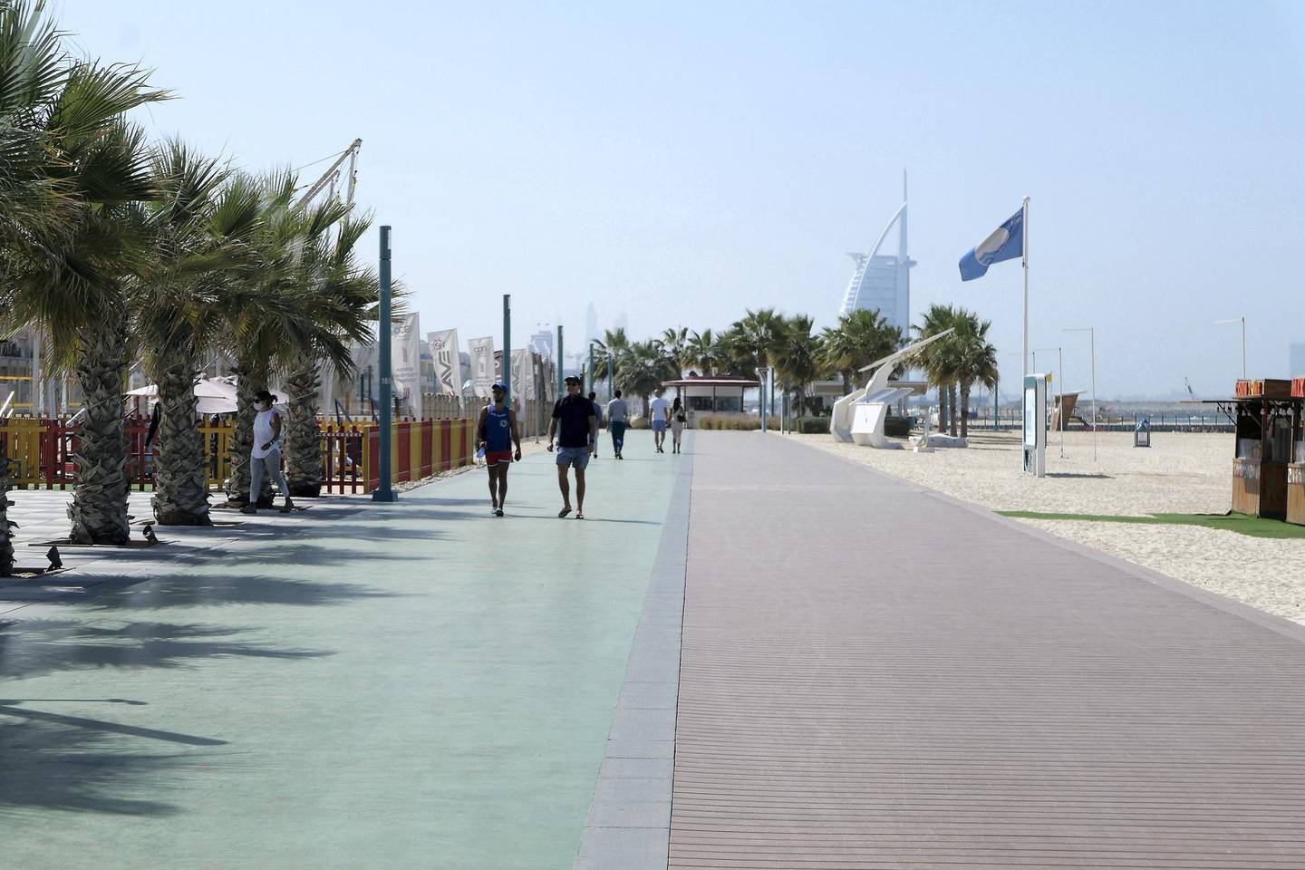 DUBAI, UNITED ARAB EMIRATES , Feb 08 – Jogging track at the Kite beach in Umm Suqeim area in Dubai. (Pawan Singh / The National) For News/Stock/Online/Instagram. Story by Georgia