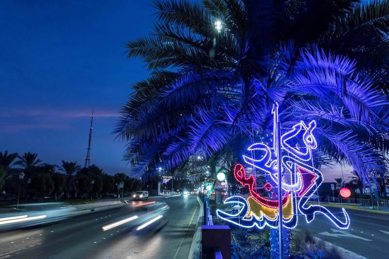 ABU DHABI, UNITED ARAB EMIRATES. 30 AUGUST 2017. Eid Al Adha lights along the Corniche rd. (Photo: Antonie Robertson/The National) Journalist:  None. Section: National.