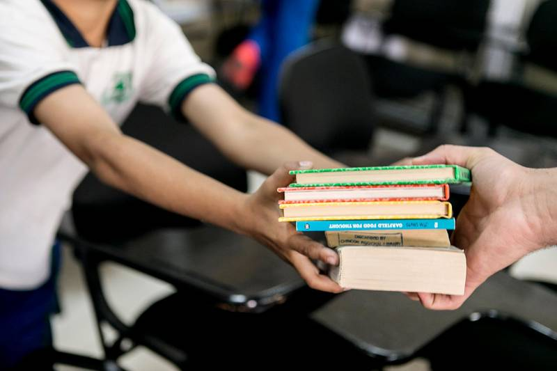 DUBAI, UNITED ARAB EMIRATES, JUNE 4, 2015. Pupils at Al Arqam Private School help Ali Al Hassani unload the books into the school's library. Photographer: Reem Mohammed / The National (Reporter: Nadeem Hanif / Section: NA) *** Local Caption ***  RM_20150604_BOOK_011.JPG
