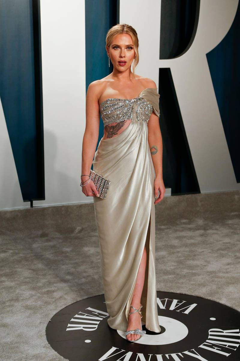 epa08209904 Scarlett Johansson attends the 2020 Vanity Fair Oscar Party following the 92nd annual Academy Awards ceremony in Beverly Hills, California, USA, 09 February 2020 (Issued 10 February 2020).  EPA-EFE/RINGO CHIU