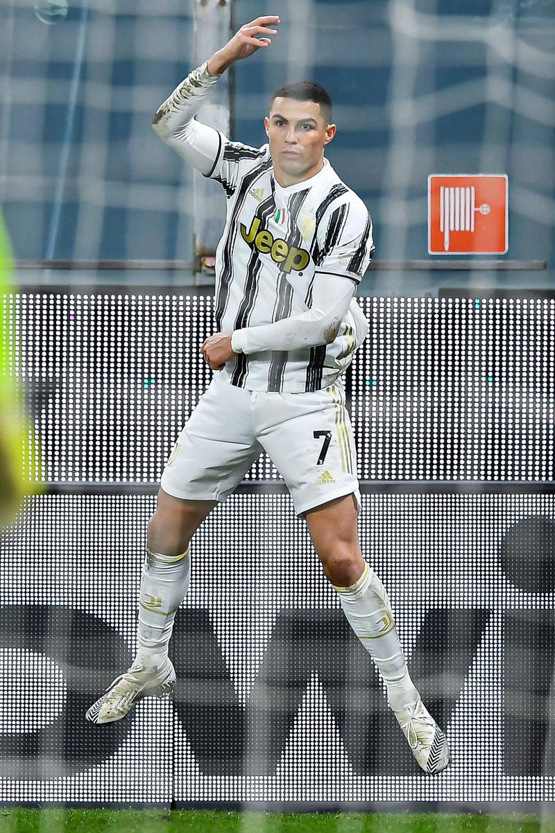 GENOA, ITALY - DECEMBER 13: Cristiano Ronaldo of Juventus celebrates after scoring his second goal on his second penalty kick during the Serie A match between Genoa CFC and Juventus Fc at Stadio Luigi Ferraris on December 13, 2020 in Genoa, Italy. (Photo by Paolo Rattini/Getty Images)