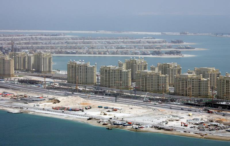 A general view shows ongoing construction on man-made palm tree-shaped islands in Dubai, 20 June 2007. Giant islands taking shape off the coast of Dubai are sparking interest not only from celebrities but also from environmental campaigners jittery about the man-made structures so large they can be seen from space. AFP PHOTO/Karim SAHIB (Photo by KARIM SAHIB / AFP)