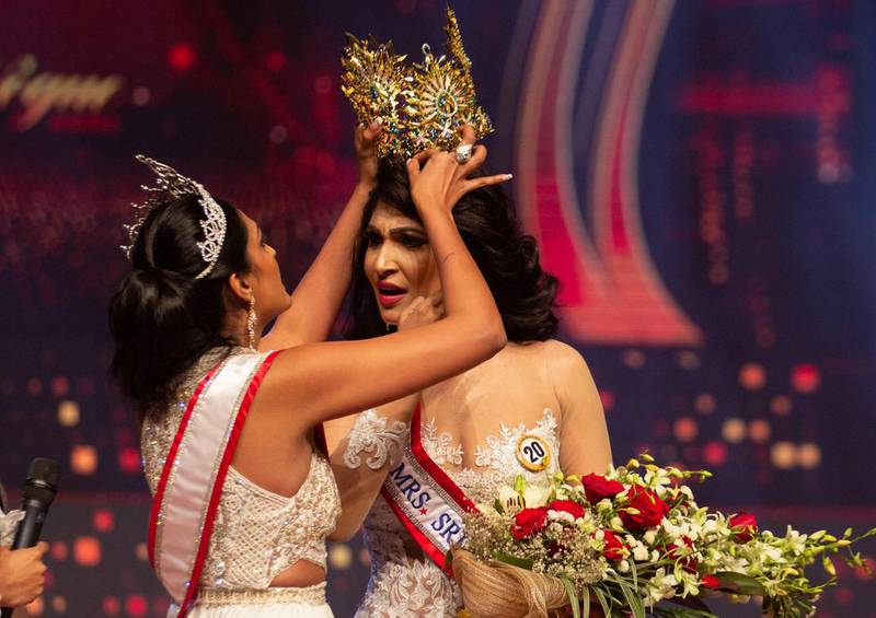 Reigning Mrs World Caroline Jurie, forcibly removes the Mrs Sri Lanka winner Pushpika De Silva's crown as Jurie declared that the winner was ineligible because she was divorced, during the Mrs Sri Lanka pageant, in Colombo, Sri Lanka April 4, 2021. Picture taken April 4, 2021. REUTERS/Gimhana Pathirana