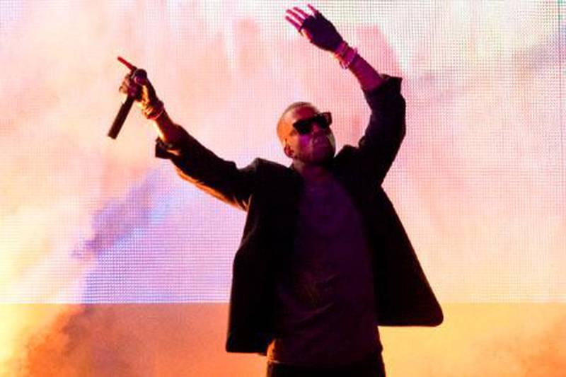 epa01791185 US rapper Kanye West performs at the Openair in Frauenfeld, Switzerland, 10 July 2009.  EPA/ENNIO LEANZA