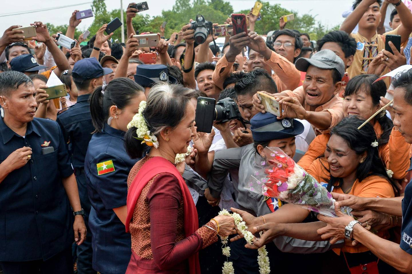 Myanmar's State Counselor and Foreign Minister Aung San Suu Kyi (C) meets with her suppoters during a peace talk conference in Chauk Kan village, Pakokku in Mgway Division on August 9, 2018. (Photo by THET AUNG / AFP)