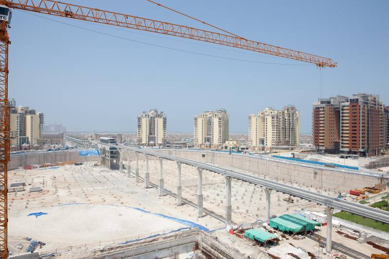 Dubai – 04/07/2009 – A view looking down at construction work on the The Palm from a penthouse at the Golden Mile development the Palm Jumeirah, Dubai. (Callaghan Walsh / For The National)