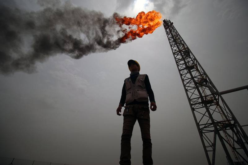 TOPSHOT - An employee stands at the Hammar Mushrif new Degassing Station Facilities site inside the Zubair oil and gas field, north of the southern Iraqi province of Basra on May 9, 2018. / AFP PHOTO / HAIDAR MOHAMMED ALI