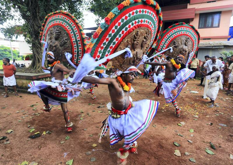 Indian artists perform the Kummatti mask dance during the Onam festival in the district of Thrissur in the state of Kerala on September 5, 2017. (Photo by T. NARAYAN / AFP)