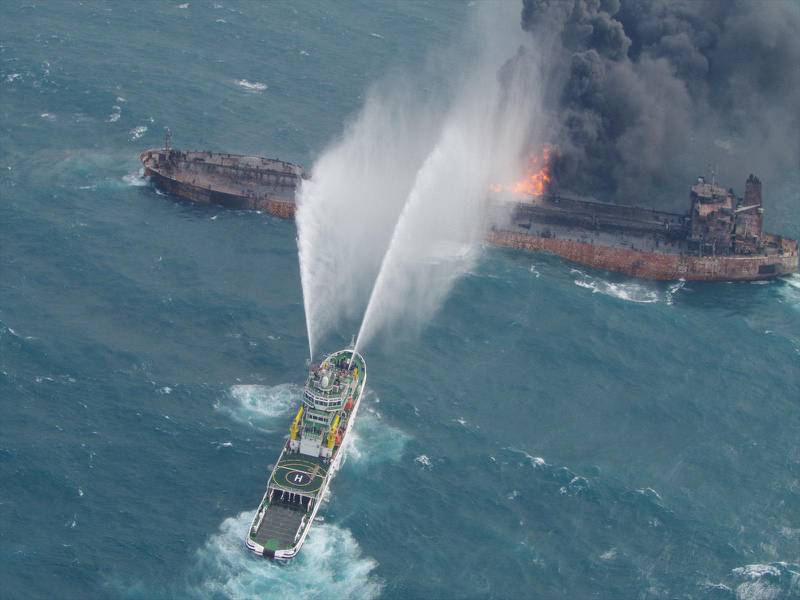 A rescue ship works to extinguish the fire on the stricken Iranian oil tanker Sanchi in the East China Sea, on January 10, 2018 in this photo provided by Japan's 10th Regional Coast Guard. Picture taken on January 10, 2018.  10th Regional Coast Guard Headquarters/Handout via REUTERS ATTENTION EDITORS - THIS PICTURE WAS PROVIDED BY A THIRD PARTY.     TPX IMAGES OF THE DAY