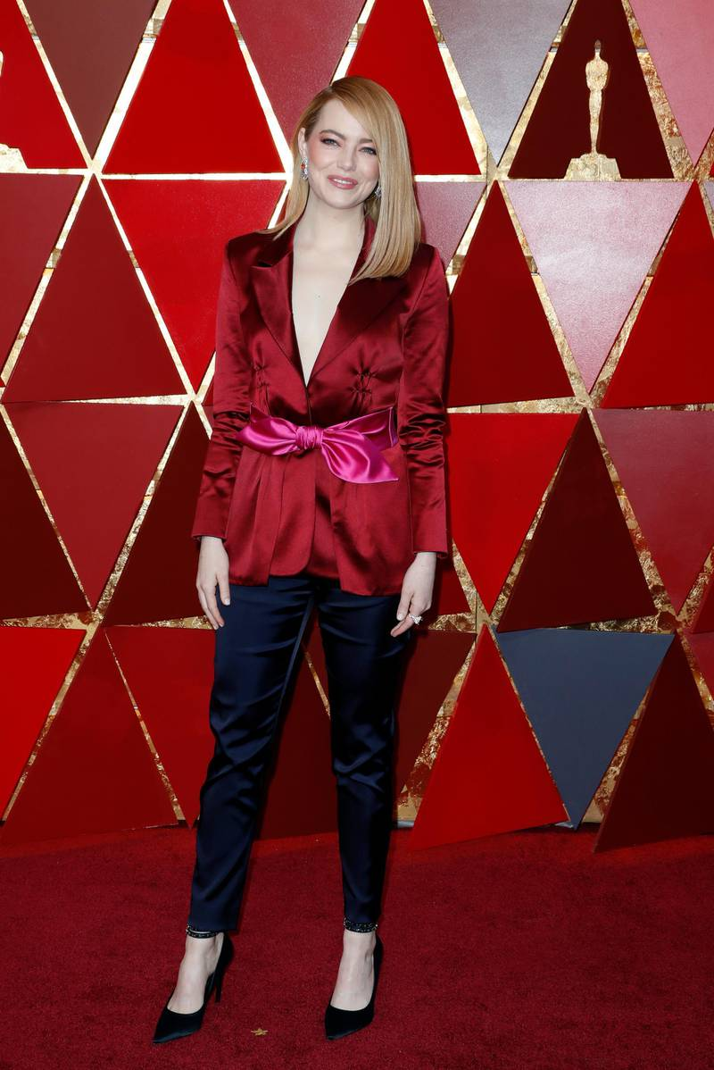 epa06581032 Emma Stone arrives for the 90th annual Academy Awards ceremony at the Dolby Theatre in Hollywood, California, USA, 04 March 2018. The Oscars are presented for outstanding individual or collective efforts in 24 categories in filmmaking.  EPA-EFE/PAUL BUCK