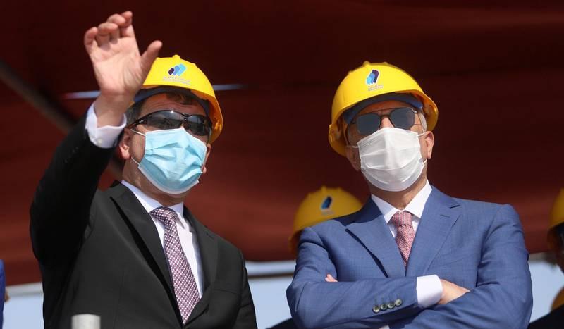 Iraqi Oil Minister Ihsan Abdul Jabbar gestures as he stands next to Iraq's Prime Minister Mustafa al-Kadhimi at the central station gas processing plant at Rumaila oilfield in Basra, Iraq, November 5, 2020. REUTERS/Essam Al-Sudani