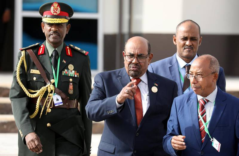 Sudan's President Omar al-Bashir walks with officials as he leaves the African Union (AU) summit in Nouakchott, Mauritania, July 2, 2018.  Ludovic Marin/Pool via Reuters